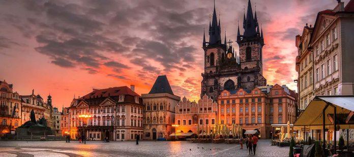 Avrupa'nın Hayranlık Uyandıran Meydanları - Old Town Square