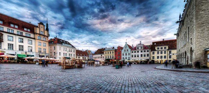Avrupa'nın Hayranlık Uyandıran Meydanları - Raekoja Plats