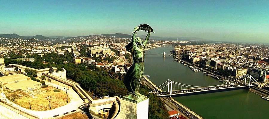 Kış Aylarında Gezilebilecek Yerler - Budapeşte - Heykel