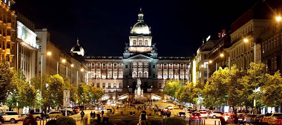 Kış Aylarında Gezilebilecek Yerler - Çekya - Prag - Vaclav Meydanı