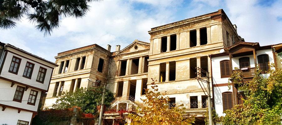 Trilye Gezi Rehberi - Taş Mektep